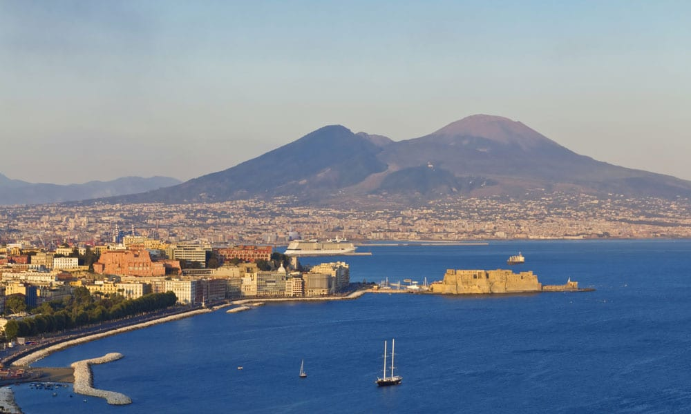 campania felix event planet group incentive travel napoli veduta con vesuvio