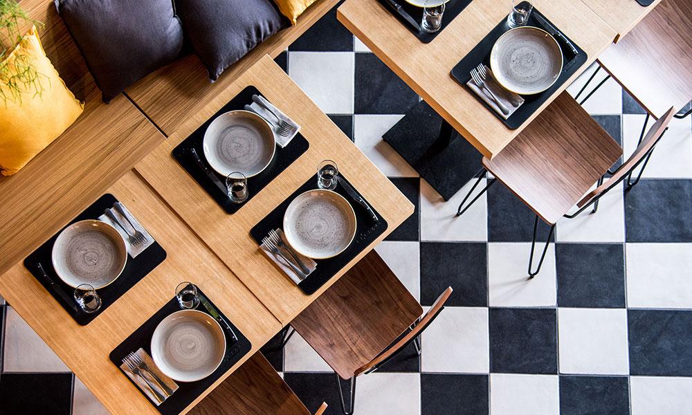 fresco caracciolo inaugurazione event planet food & wine sala dettaglio tavolo dall'alto