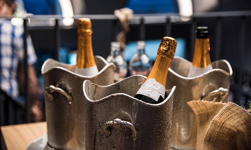 fresco caracciolo inaugurazione event planet food & wine dettaglio bottiglie champagne