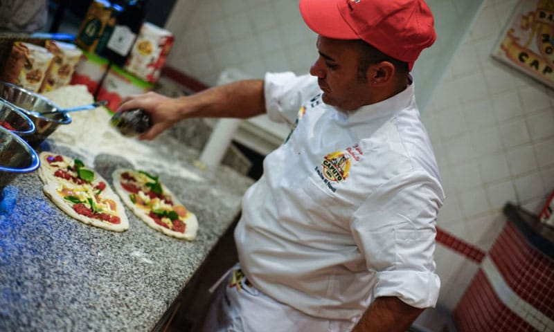 pizzaunesco contest event planet group food & wine preparazione pizza vincitrice