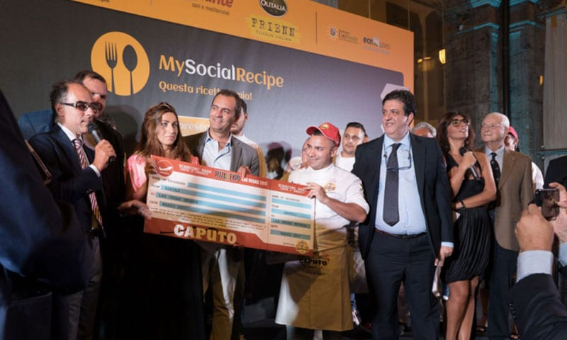 pizzaunesco contest event planet group food & wine premiazione del vincitore sul palco